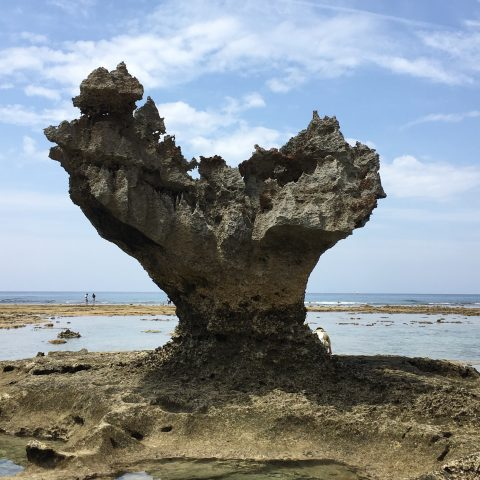 沖縄の古宇利島にあるハートロック