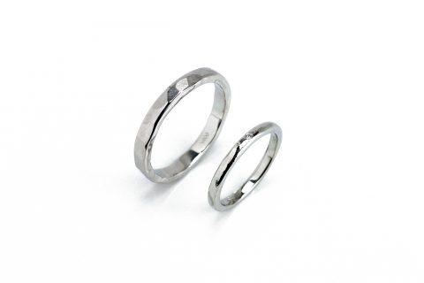 手造り結婚指輪ディティーク槌目