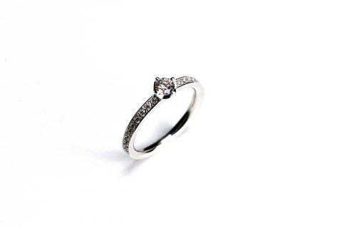 福岡北九州小倉婚約指輪エンゲージリングDITIQUEダイヤモンド