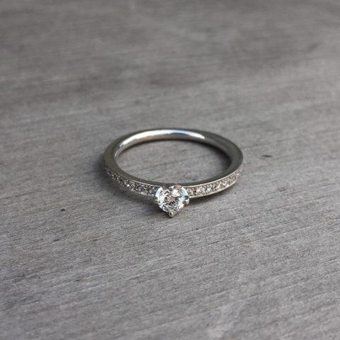 婚約ダイヤモンドリングデザイン小倉0.3ct