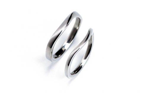 福岡手造りDITIQUES様カップル我流鍛造カーブ結婚指輪