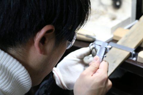福岡結婚指輪北九州小倉DITIQUE我流鍛造プラチナ加工ノギス